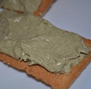 aperitivo-tosta-pate-atun-mejillones