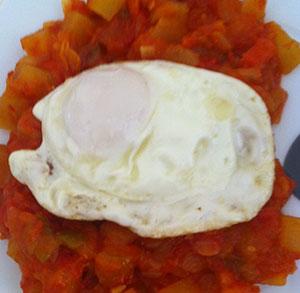 receta de tosta de pisto con huevo