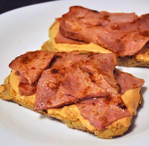 receta gratis tosta lacon y dip pimientos