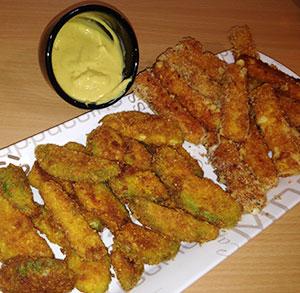 Ensalada de pollo con picatostes Esgir de ajo y perejil