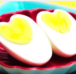 como hacer huevos corazon