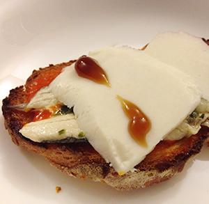receta facil tosta boquerones con tomate y queso 1080Recetas.com