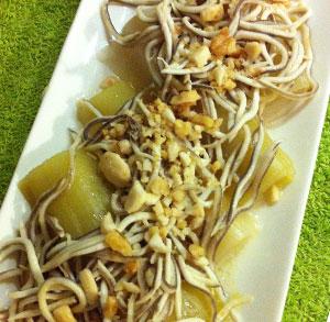 receta facil de puerros con gulas y frutos secos