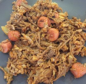 receta de wok con carne y salchichas