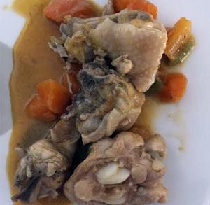 Cecina con queso de cabra y cebolla