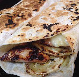 Wraps con pollo, ensalada y queso